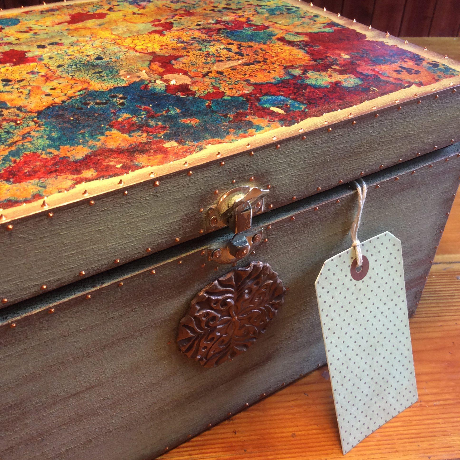 Lichen treasure box